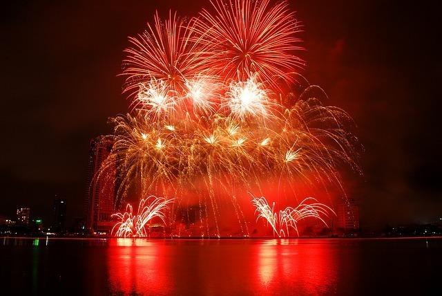 fireworks-1496128_640.jpg